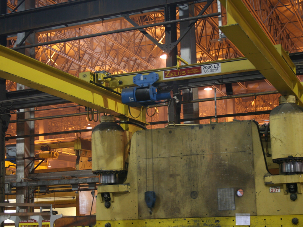 Top Running Overhead Press Crane